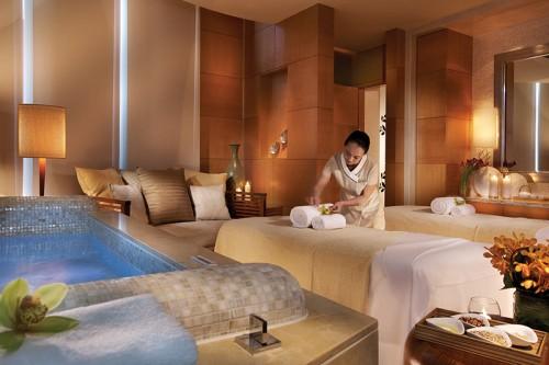 01澳門四季酒店於過往十年一直為尊貴賓客提供別出心裁的服務及體驗,藉著迎接第二個十年的開端,四季水療中心推出全新特色療程。